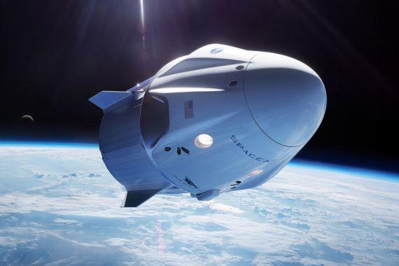 Десятки тысяч девушек согласны терпеть газы миллиардера ради полета с ним на Луну