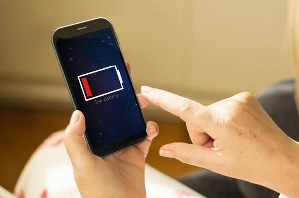 """Названы Android-приложения, """"съедающие"""" заряд батареи смартфонов"""