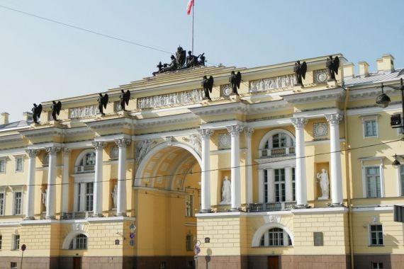 После послания Путина впал в депрессию: петербуржец объяснил «минирование» Конституционного суда