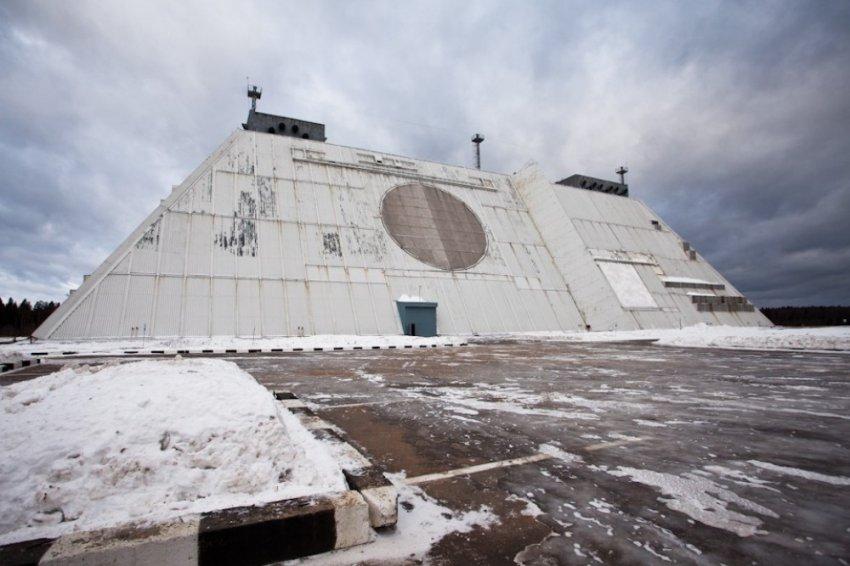 Восьмое чудо света или четырёхгранная пирамида в аэропорту Шереметьево