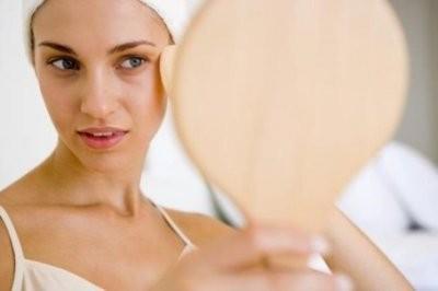 Дерматолог дала 8 советов по уходу за жирной кожей лица