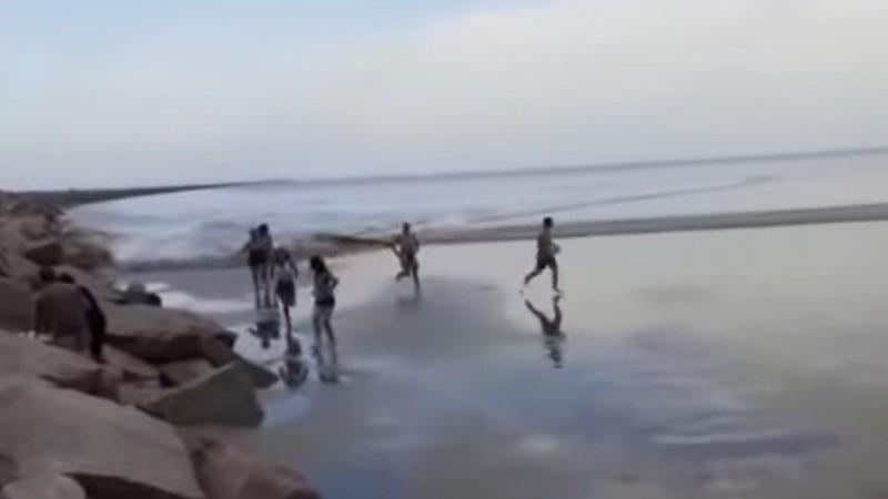 На бразильский пляж обрушилось метеоцунами: опубликованы кадры происходящего