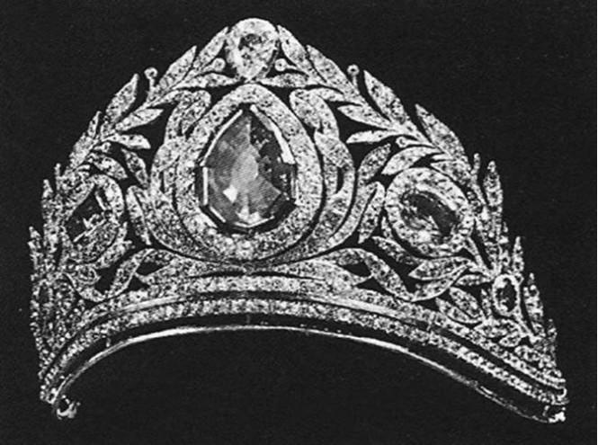 Утраченные сокровища Романовых: самые красивые тиары Империи и где они сейчас