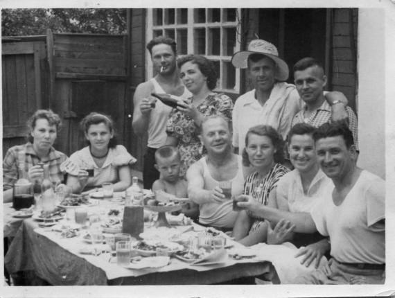 Уходящая традиция семейного и праздничного застолья