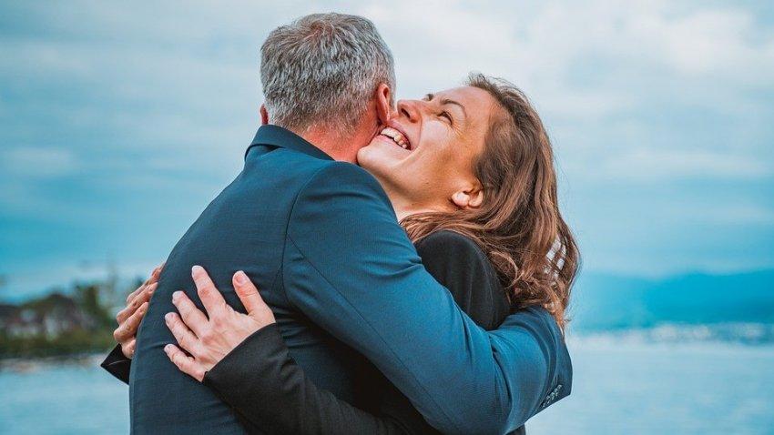 Женщины живут дольше мужчин: ученые выяснили, почему так происходит