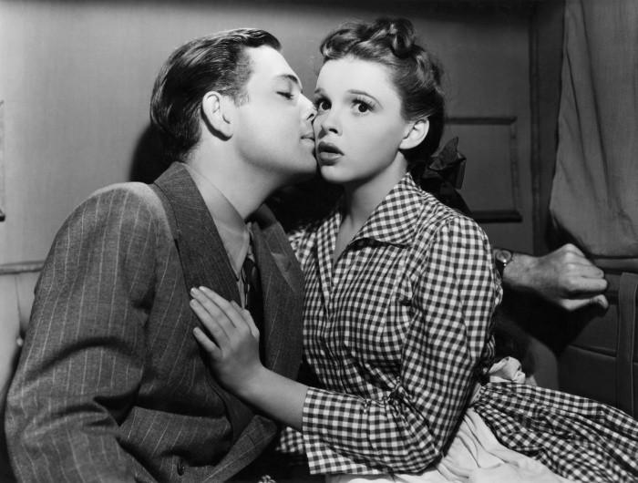 Романтика и любовь по-советски, или Как раньше знакомилась и ходила на свидания молодежь