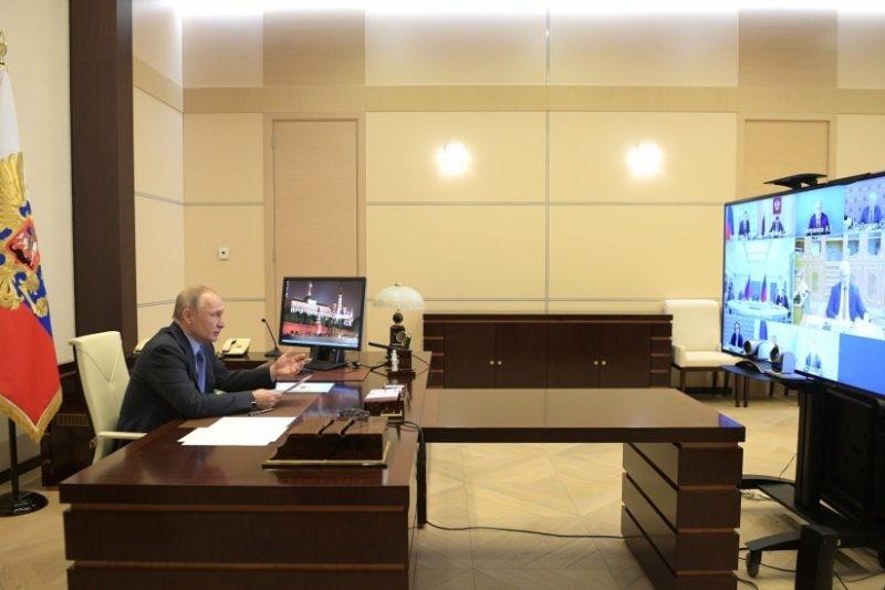 Путин пообещал выдать «антикризисные» 200 млрд рублей регионам