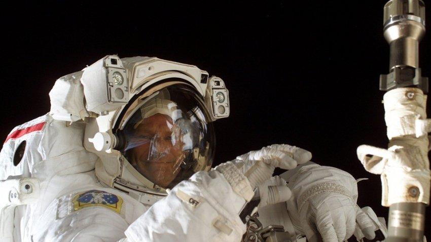 Космонавты на космических станциях видели НЛО и гигантских Ангелов
