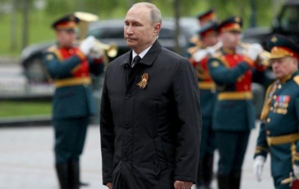 Путин поздравил россиян с Днем Победы