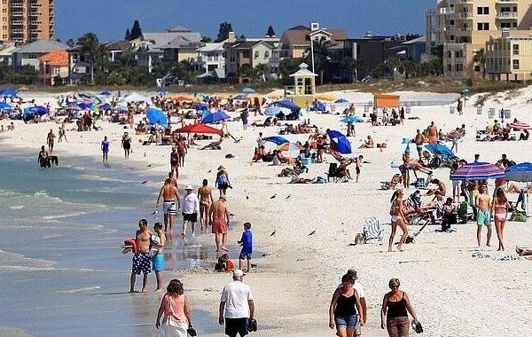 Просчитаны риски заражения коронавирусом на пляже