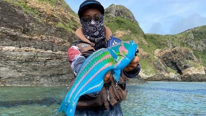 Мужчина поймал рыбу, которая напоминает аватара из фильма Джеймса Кэмерона