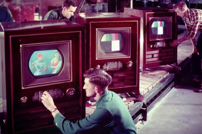 Зачем советские телевизоры производили из дерева, а не из пластика