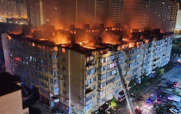 Крупный пожар произошел в жилом доме в Краснодаре