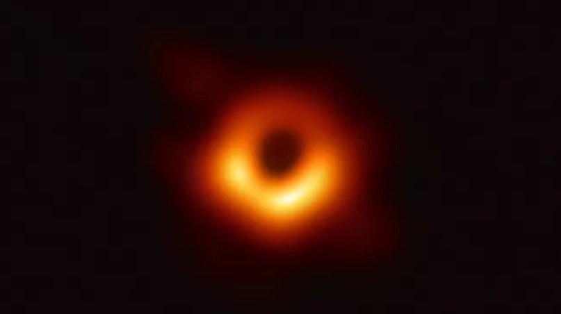 Поведение одной черной дыры противоречит некоторым научным моделям
