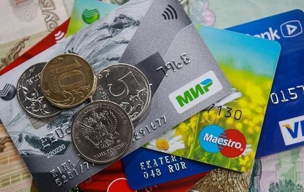 Порядок получения пенсий на карту поменяется с 1 октября