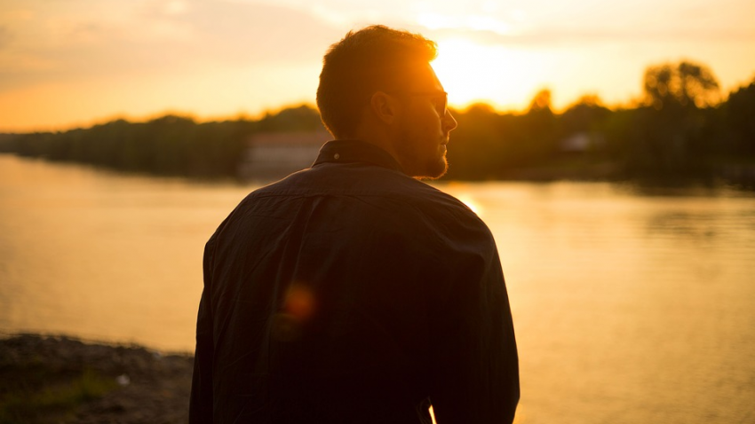 Парень после клинической смерти начал слышать голос: он сообщал ему о важных событиях