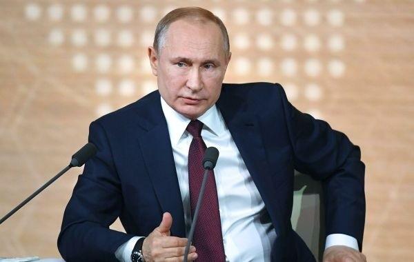 Путин распорядился выделить семьям с детьми до 7 лет по 5000 рублей