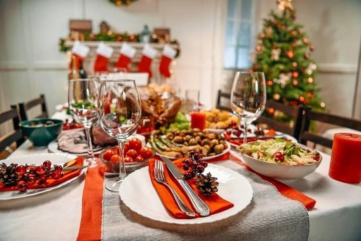 Простые способы избежать переедания в новогоднюю ночь