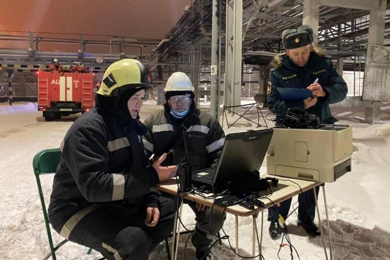 """Пожар в нефтехимическом заводе в Уфе """"Уфаоргсинтез"""" 25 января 2021 года не могли потушить больше десяти часов"""