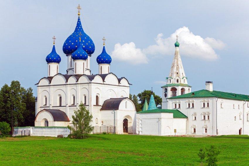 Чем объясняется форма куполов на православных церквях?