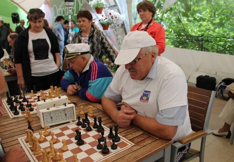 Депутаты ЛДПР внесли на рассмотрение Госдумы закон о сохранении пенсии работающим пенсионерам