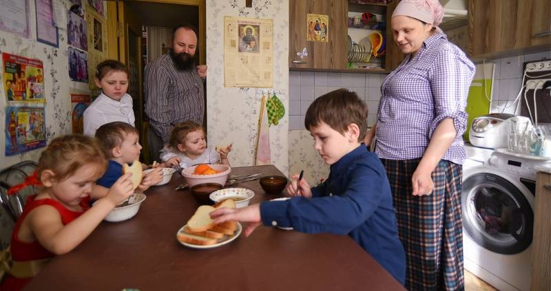 Какими льготами пользуются многодетные семьи в России
