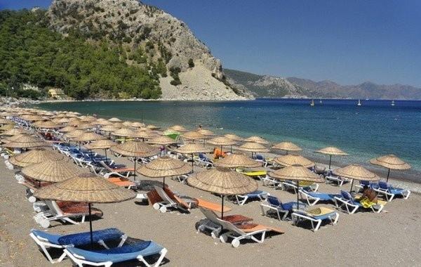 Российские туроператоры начали отменять поездки в Турцию