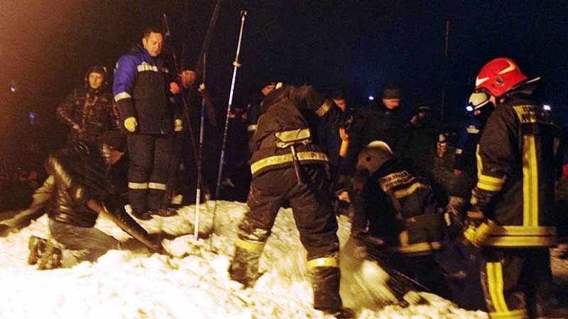 Пострадавшая от схода лавины в Мурманской области девочка, найдена под завалами