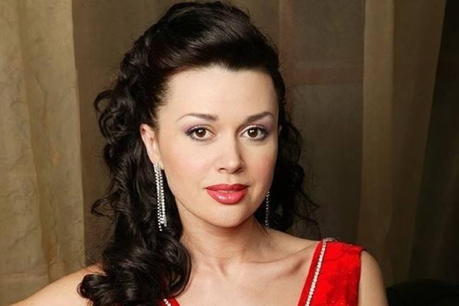Анна Заворотнюк поделилась информацией о состоянии здоровья матери
