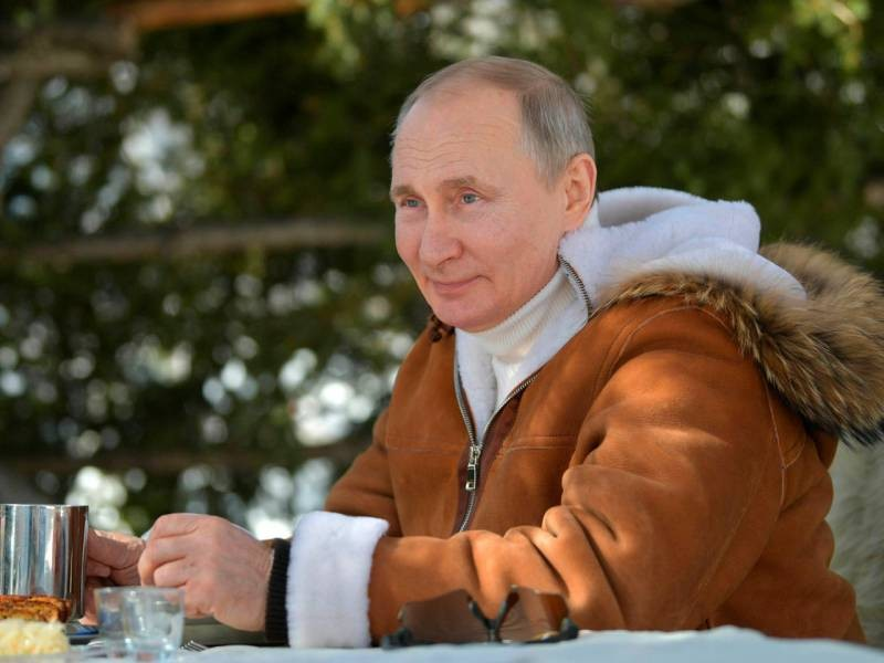 Реакция иностранной и российской общественности на костюм Владимира Путина в тайге