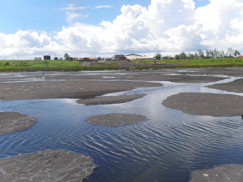 Как появилось асфальтовое озеро на Карибских островах?