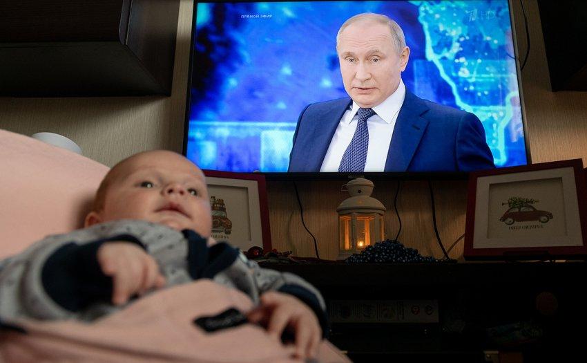 Инициативу об ограничении выплат на детей озвучили в Минтруда России