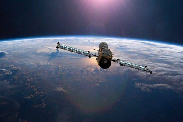 Над Тихим океаном взорвался российский военный спутник