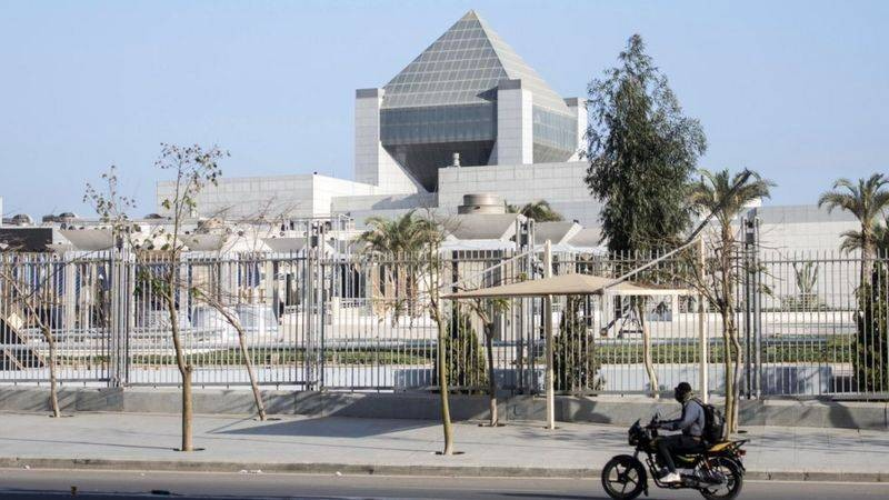 Почему и куда решили перевести мумий из Египта