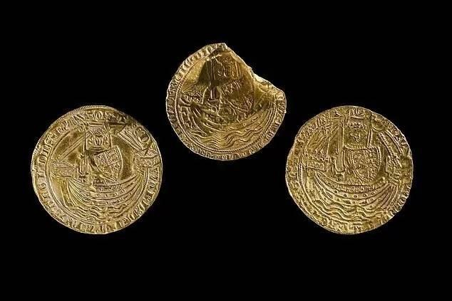 В Уэльсе был найден средневековый клад c монетами и драгоценностями