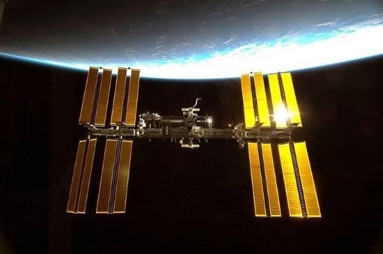 Энергию какого топлива использует МКС для полёта и работы на орбите Земли