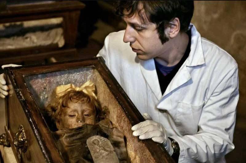 Итальянская «спящая красавица»: мумия, которая открывает и закрывает глаза