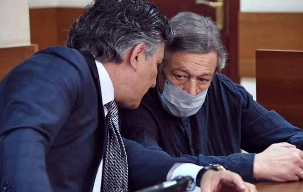 Стало известно, сколько адвокат Ефремова заработал на актере