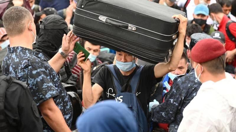 Представители МВД призвали мигрантов покинуть территорию России до 15 июня 2021 года