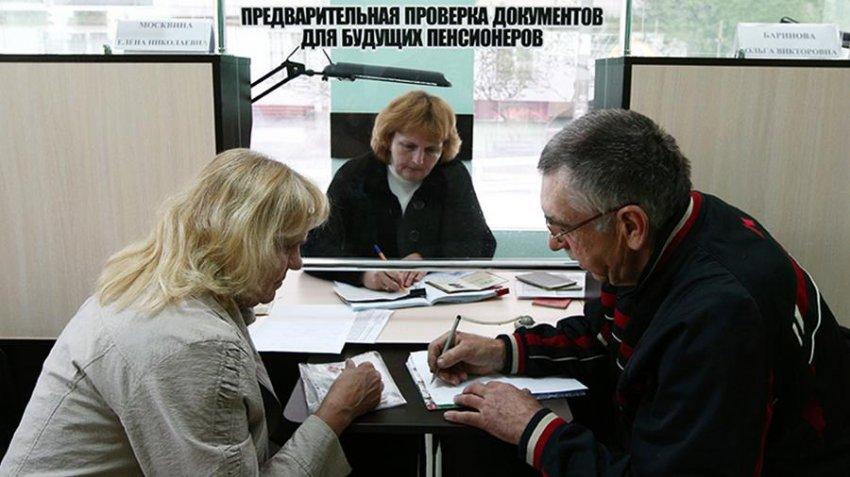 «Справедливая Россия» внесла в Госдуму законопроект о снижении пенсионного возраста