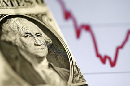 Аналитик рассказал россиянам об опасности покупки долларов