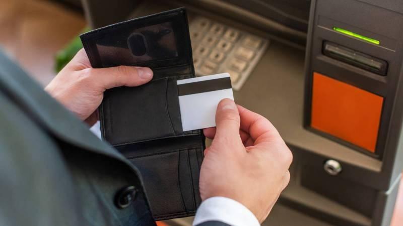 Благодаря специальным приложениям злоумышленники могут забрать со счета все деньги