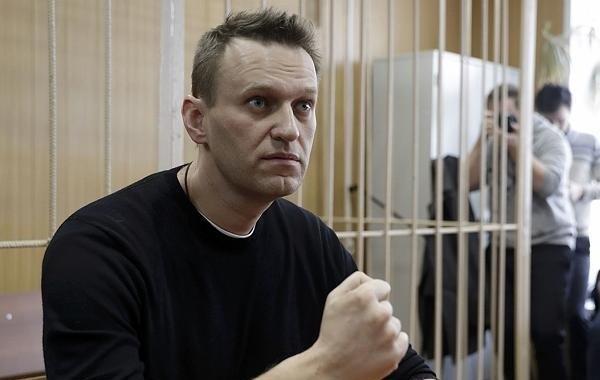 Двое сторонников Навального покинули Россию