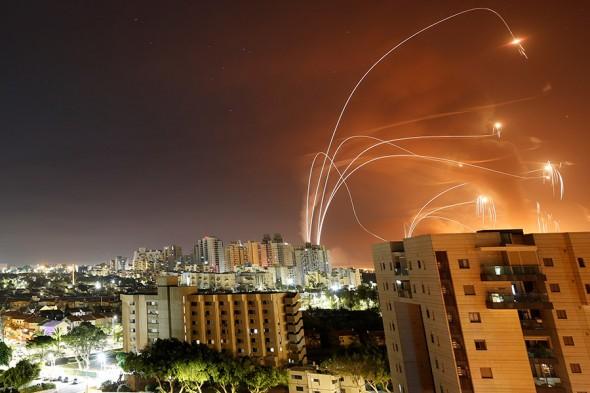 Террористы ХАМАС продолжают массированные атаки Израиля