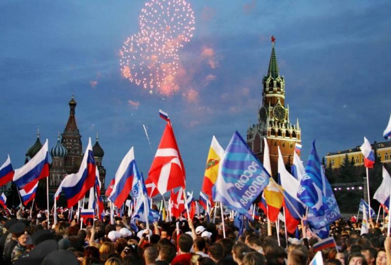 В России 12 июня 2021 года объявлен выходным днем в честь «Дня России»