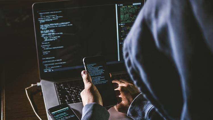Эксперт рассказал, зачем телефонные мошенники могут записывать голоса россиян
