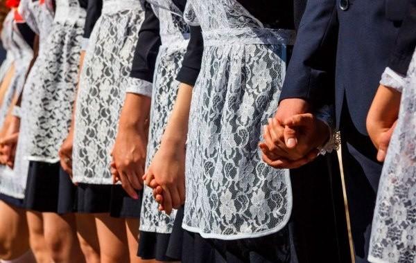В школах России готовятся к выпускным и последним звонкам