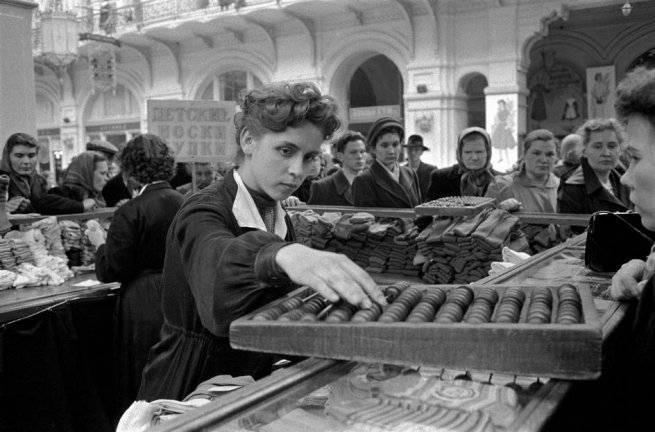 Какие вещи можно было купить на среднюю зарплату в различные периоды СССР