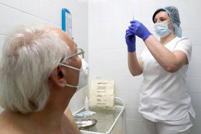 Вакцинация в России в самом разгаре, но люди не хотят прививаться от коронавируса