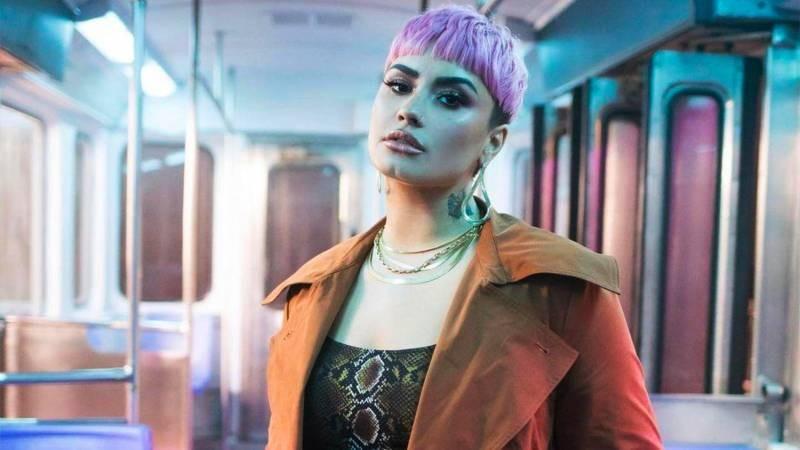 Певица Деми Ловато совершила каминг-аут как небинарная персона